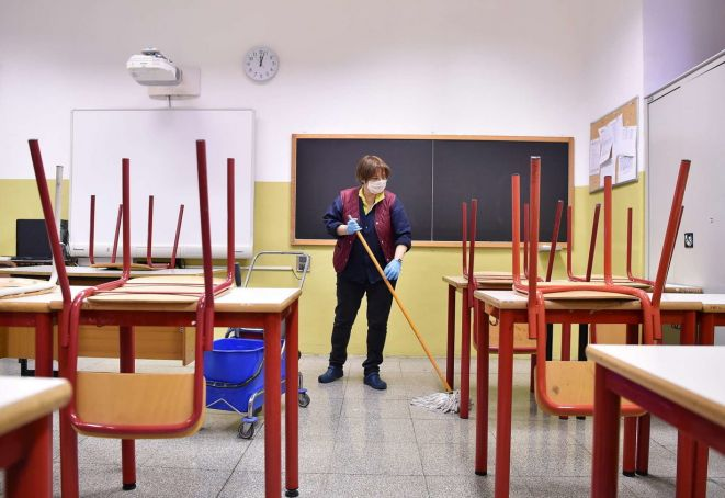 Covid-19: Italy holds summit on school reopening after teachers test positve