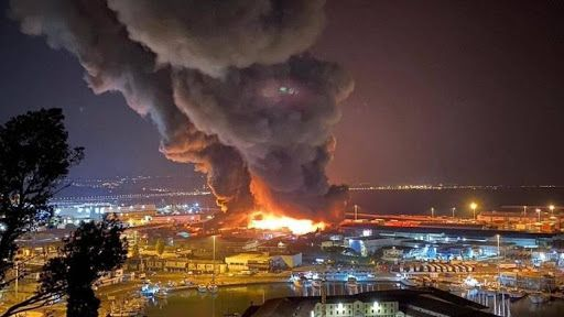 Italy: vast fire breaks out in Ancona port
