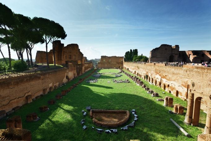 Covid-19 in Italy: Rome's ancient ruins host open-air school lessons
