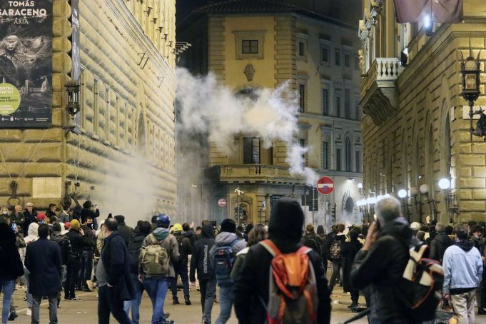 Italy: Protests flare in Florence over covid-19 restrictions
