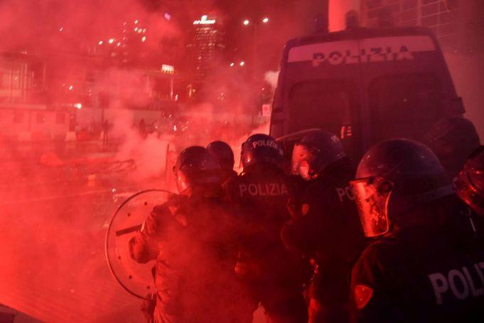 Italien wurde von Protesten gegen neue Covid-19-Beschränkungen erschüttert
