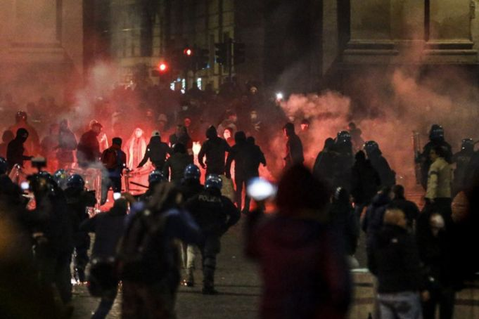 Italy approves covid-19 stimulus plan as clashes flare in Rome