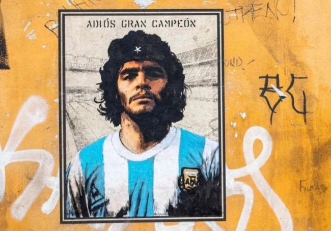 Diego Maradona as Che Guevara in Rome street art
