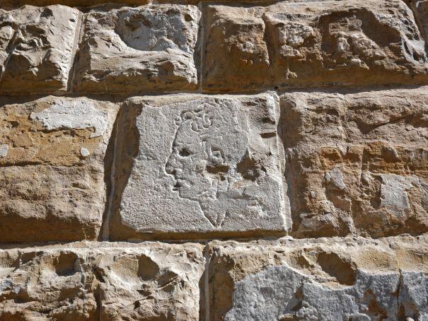 Did Michelangelo carve a graffiti portrait in Florence?