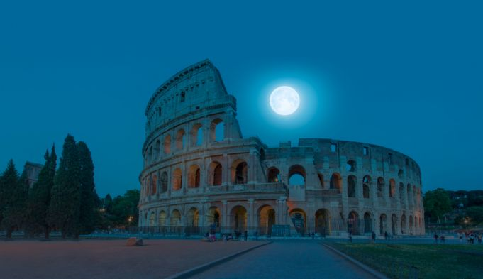 Rome's Colosseum offers virtual moonlit visit