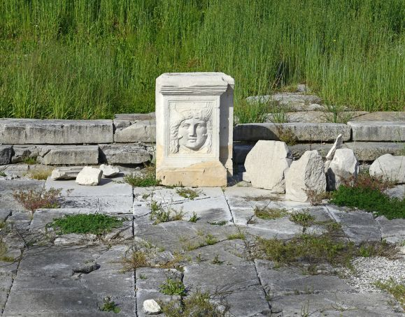 Tourist returns stolen marble from the Roman Forum