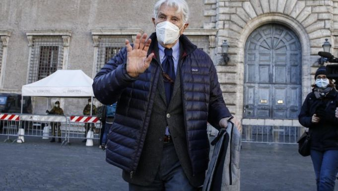 Italian journalist returns Légion d'honneur in protest against French Government over Regeni killing