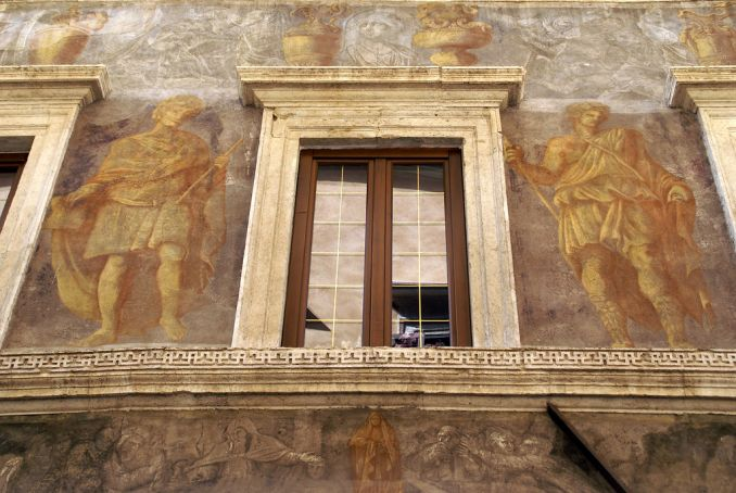 Rome's decorated houses