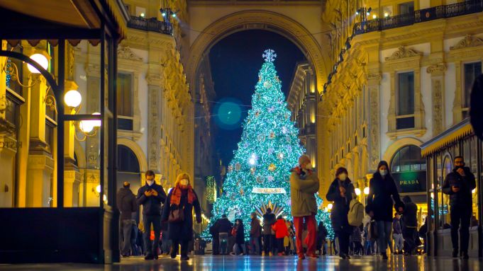 Covid-19: Italy declares 'red zone' lockdown over Christmas and New Year