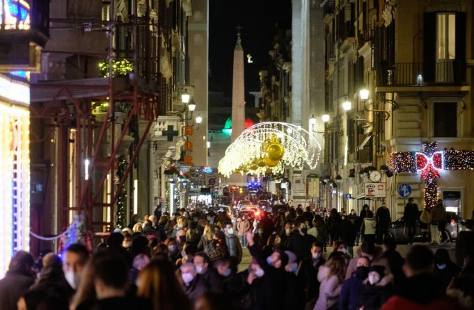 Covid-19 in Italy: Alarm over Christmas crowds
