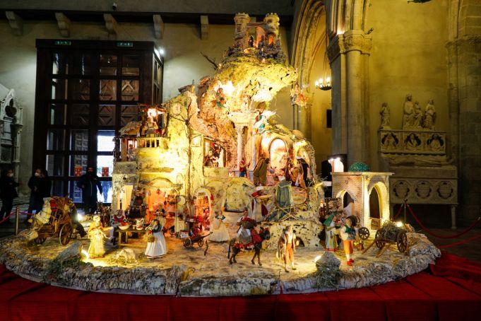 Italy: Naples displays pizza Nativity scene for Christmas