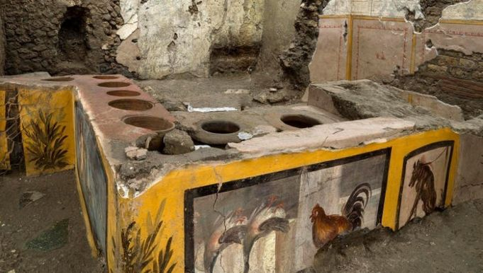 Italy: Pompeii to open ancient 'street food' diner to visitors