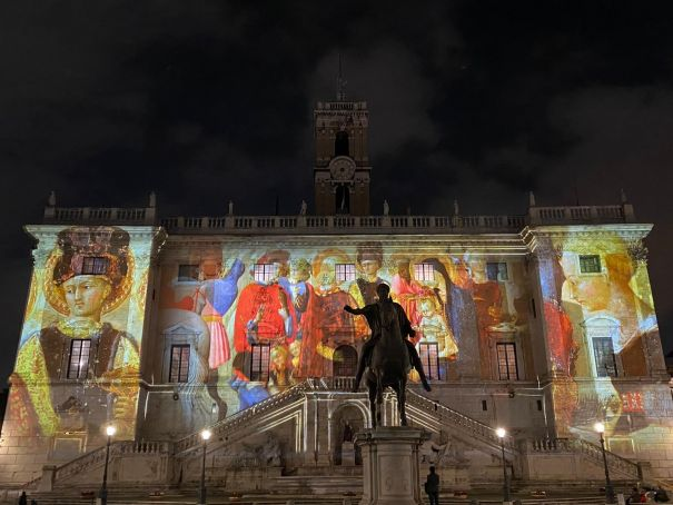 Italy: Rome city hall lights up with Christmas frescoes