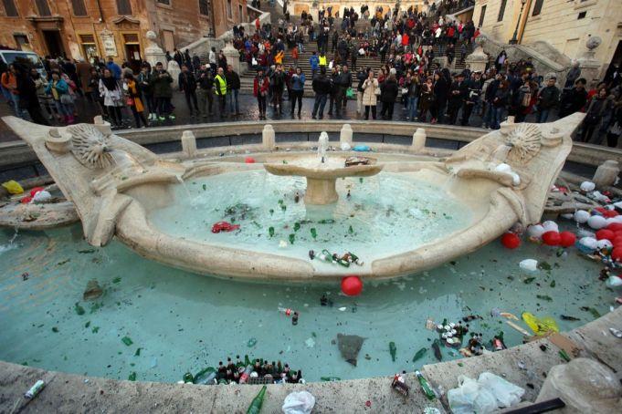Rome court convicts Feyenoord fans of damaging Bernini fountain