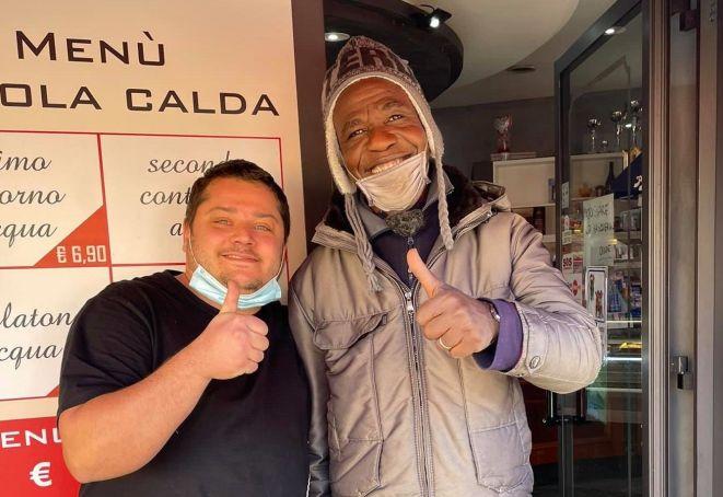 Rome: Ciampino locals help migrant street sweeper return ...