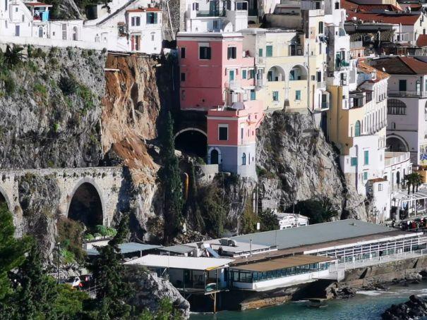 Italy's Amalfi Coast hit by landslide