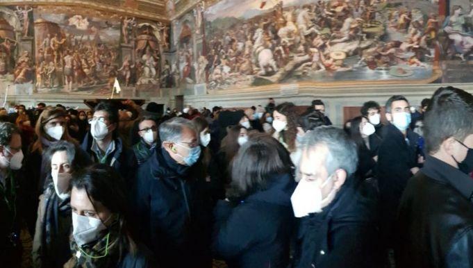Covid-19: Vatican Museums crowds spark criticism