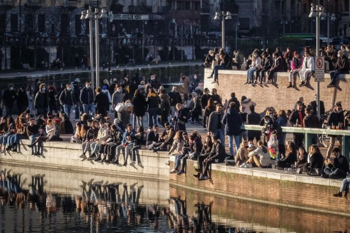 Covid-19: Italy to limit crowds on first yellow zone weekend