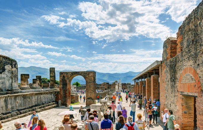 Sorry Italy: Tourists return looted treasures