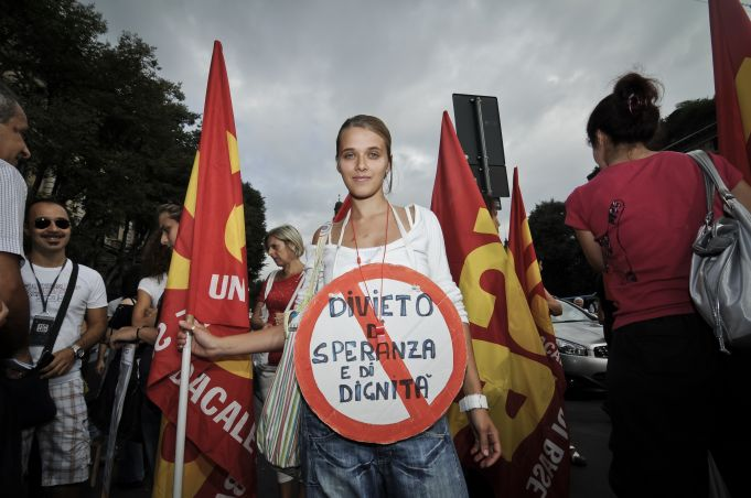 Out of 101,000 newly unemployed in Italy, 99,000 are women