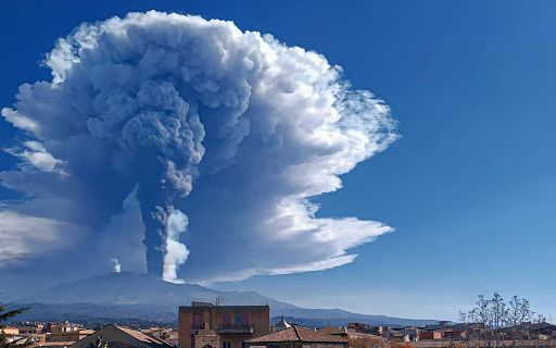 Italy: Mount Etna emits 12 km high ash plume into sky