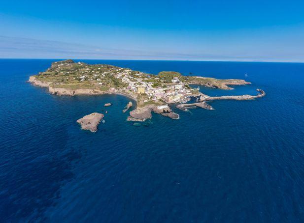 Ventotene, a guide to the Pontine Island