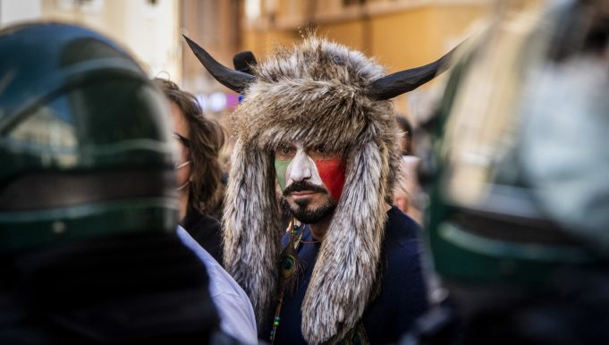 Restaurant owners protest in Rome against Italy's covid-19 lockdown rules