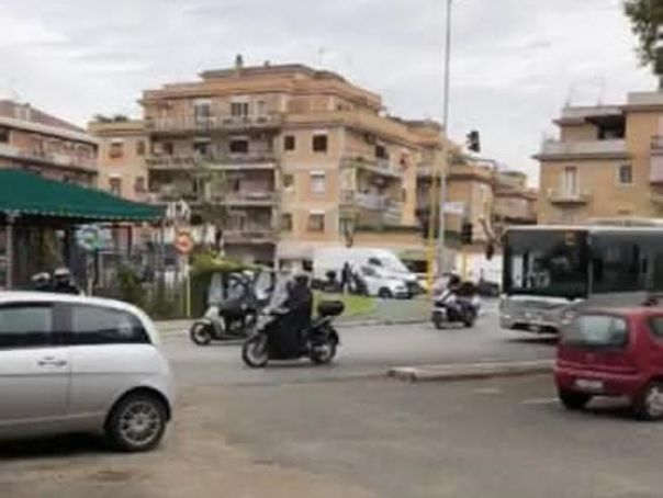 Rome city bus joins funeral cortege with 'Rest in Peace' display