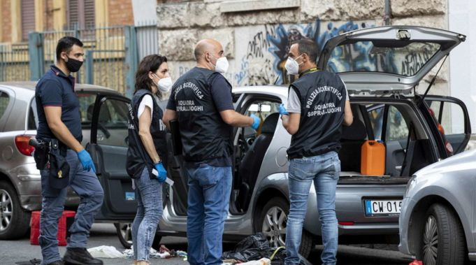 Rome police defuse bomb in city official's car