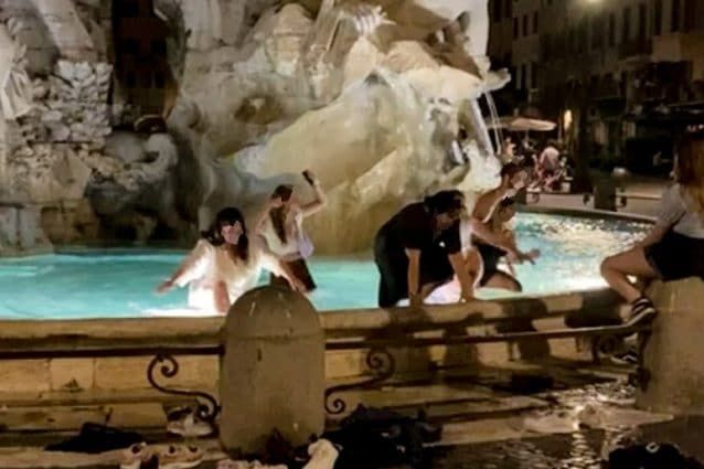 Rome police hand out fines for late night dip in Bernini fountain