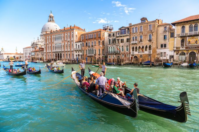 Can tourists still travel to Italy from the US?