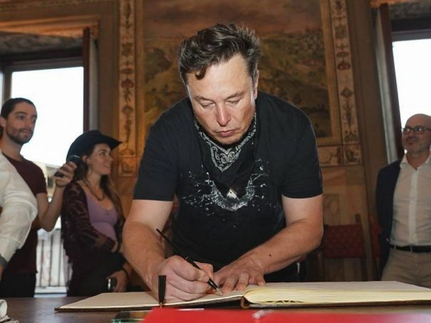 Elon Musk visits museums in Florence