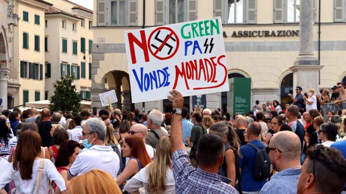 Italy covid Green Pass protests at train stations