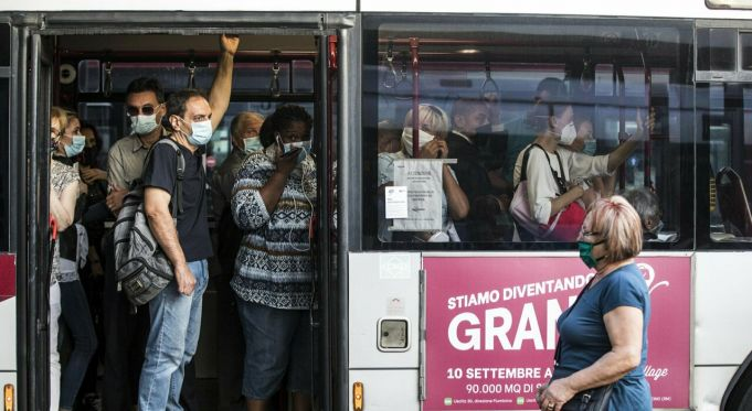 Green Pass: Italy brings back bus conductors to check covid rules