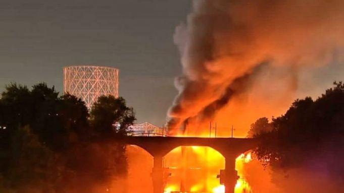 Rome's Ponte di Ferro bridge goes up in flames