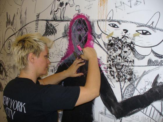 Drawing on walls - image 2