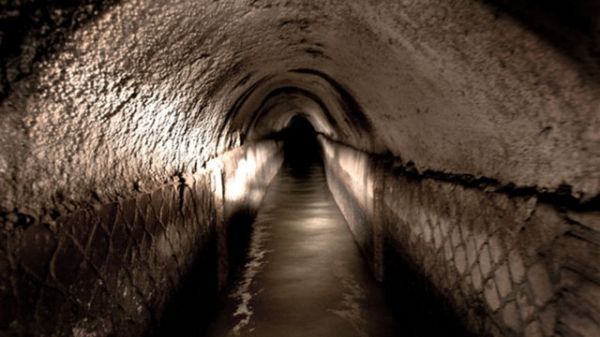 Roman aqueduct found under Zara store in Rome - image 3