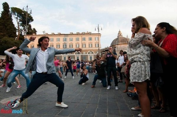 Rome's first flash mob proposal - image 2