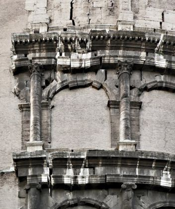 Safety buffer zone around Rome's Colosseum - image 2