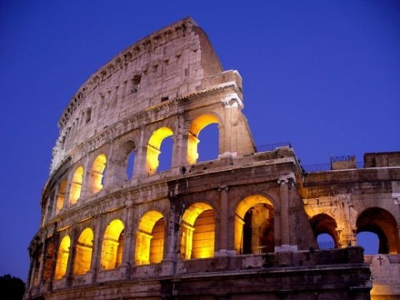 Safety buffer zone around Rome's Colosseum - image 4