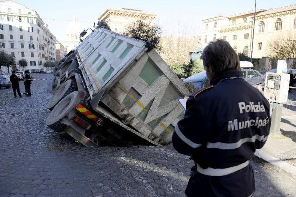 Rome's giant potholes - image 2