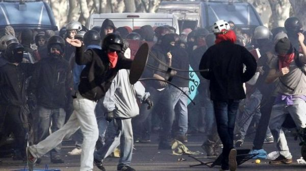 Clashes in Rome during anti-austerity protests - image 2