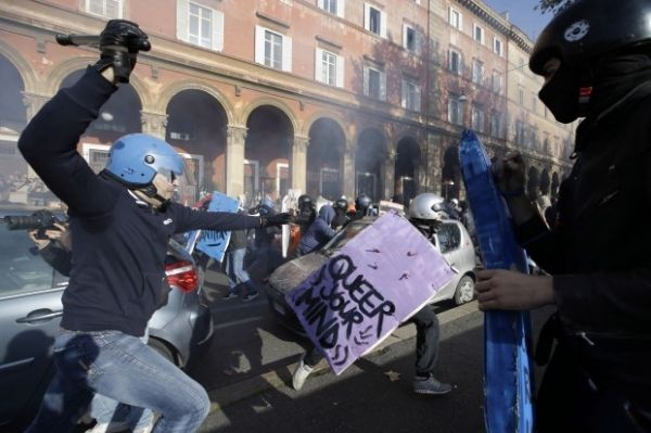 Clashes in Rome during anti-austerity protests - image 1