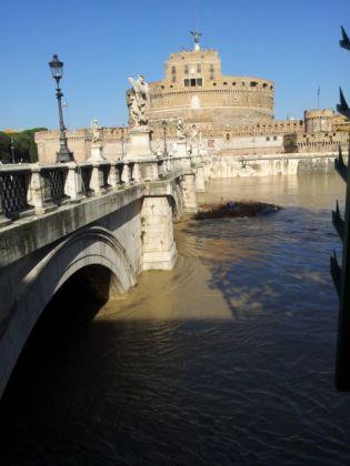 Tiber rises to dangerous level in Rome - image 3