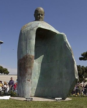 Rome unveils remake of John Paul II statue - image 2