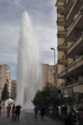 Impromptu geyser in Rome - image 4