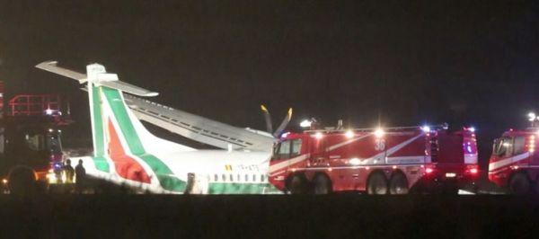Plane veers off runway at Rome airport - image 3
