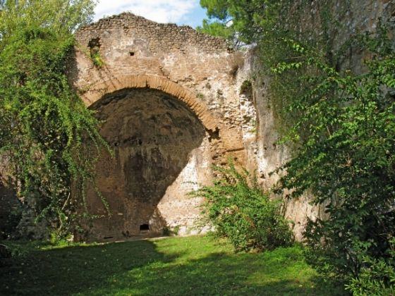 Ninfa Gardens - image 3