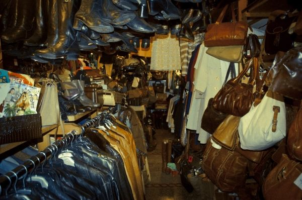 Rome's vintage markets and boutiques - image 2