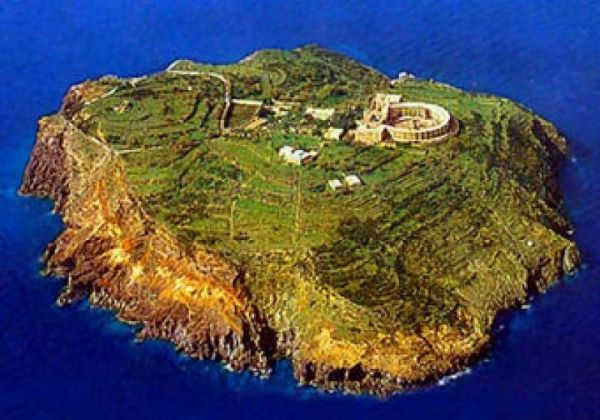 Italian island for sale - image 1